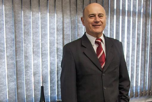 Dr. Francisco Josias Aderaldo Teixeira – Advogado Trabalhista, cível e de família